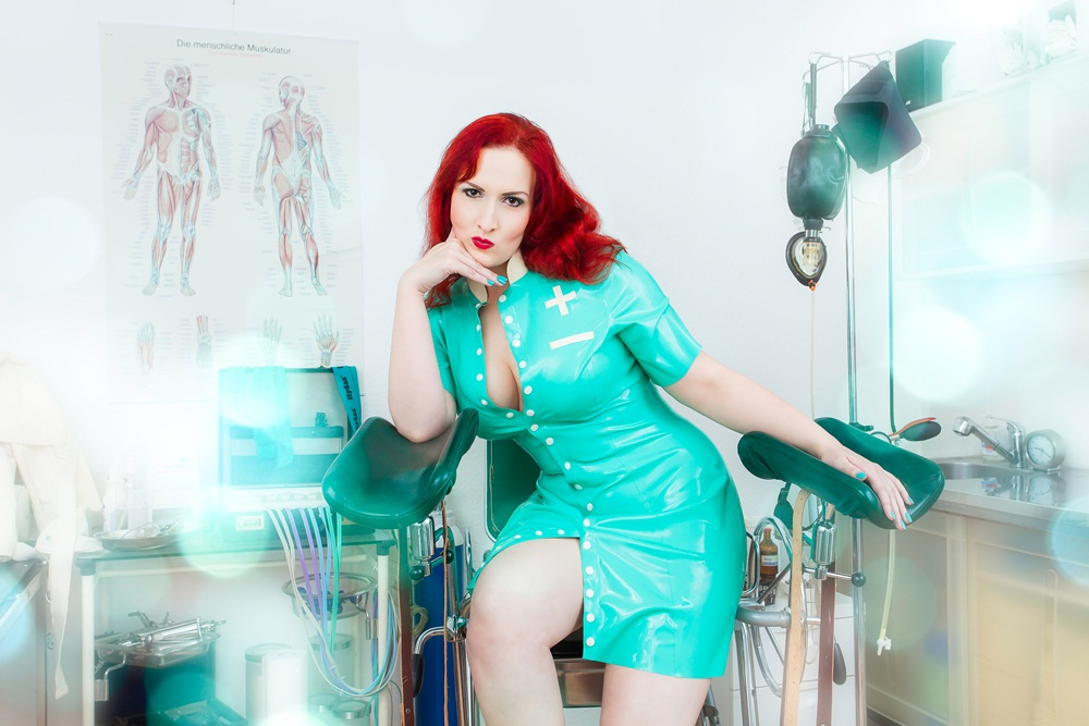 Domina Miss Leonie Hamburg Latex Klinik