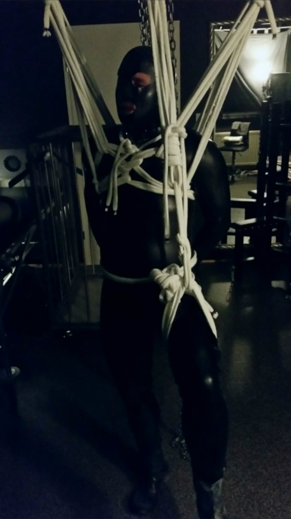 Tip Toe Rope Bondage Hamburg by Domina Miss Leonie