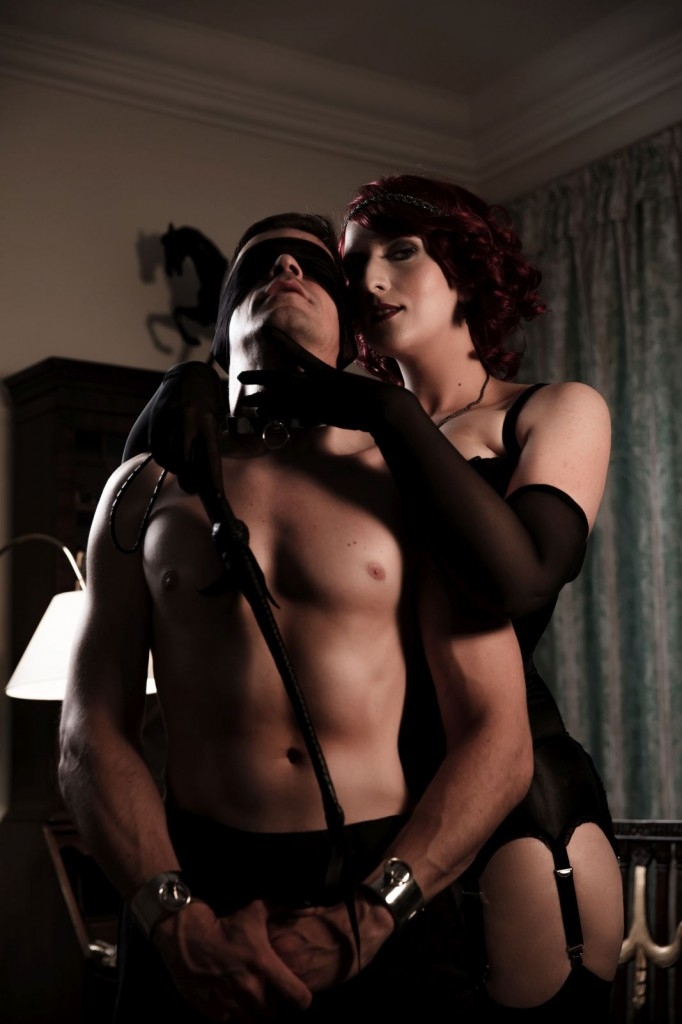 Domina-Slave-Blindfold-Whip