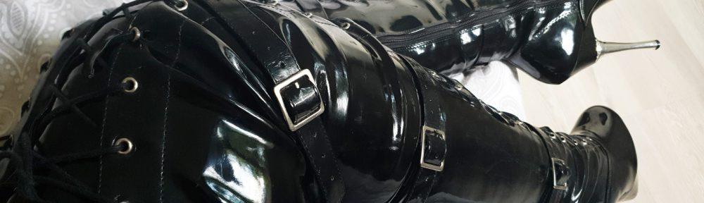 Black PVC Overknees